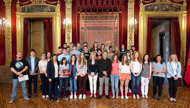 Alumnas y alumnos de los IES Ibaialde y Elortzibar, ganadores del concurso Euroscola.