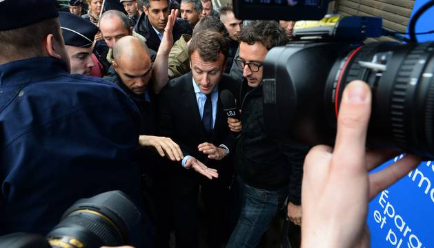 El ministro de Economía francés, Emmanuel Macron, a su llegada al acto conmemorativo.