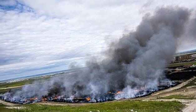 Vista del incendio de neumáticos de Seseña.