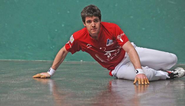 Iker Irribarria, vigente campeón manomanista, en el partido en el que estrenó su condición.