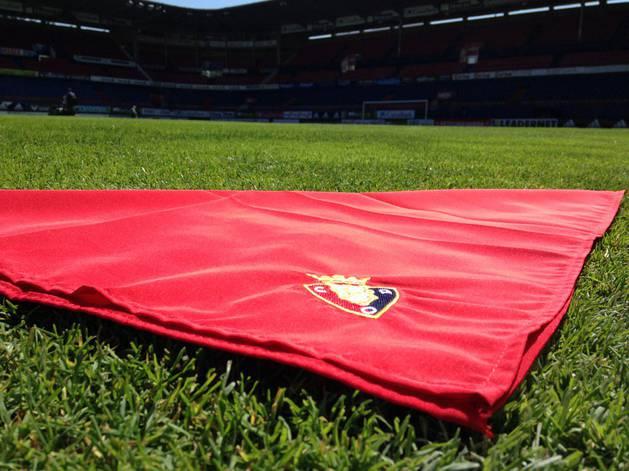 Pañuelo rojo de San Fermín, con el escudo de Osasuna.