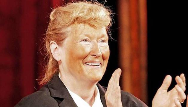 Meryl Street caracterizada de Donald Trump.