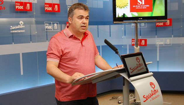 El responsable del comité electoral y coordinador de campaña del PSN, Santos Cerdán, en rueda de prensa.