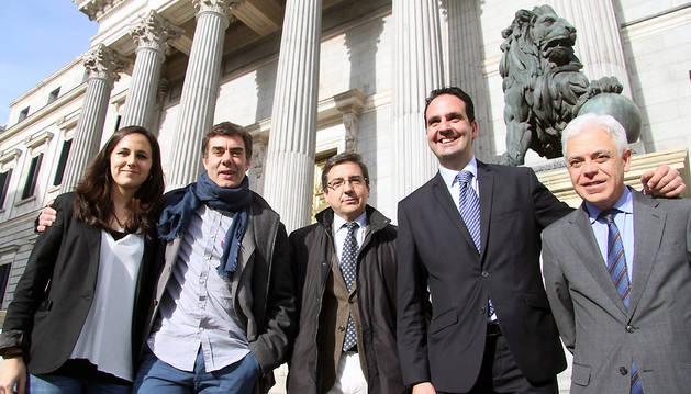 Los cinco diputados elegidos en Navarra en las elecciones de diciembre: Ione Belarra, Eduardo Santos; Carlos Salvador (Podemos), Cristina Sanz, Íñigo Alli (UPN-PP), Jesús Mari Fernández (PSN).