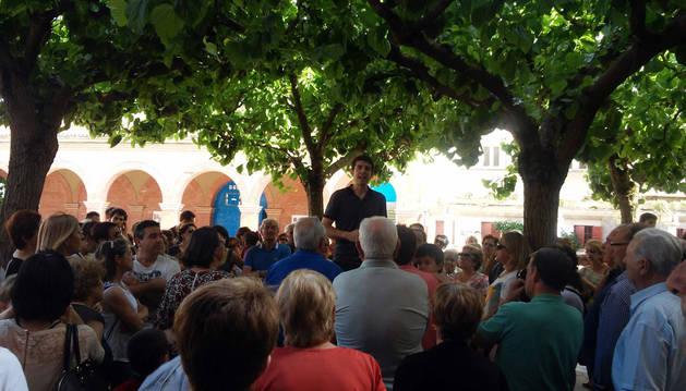 Más de 100 personas se concentran contra el velatorio en Huarte
