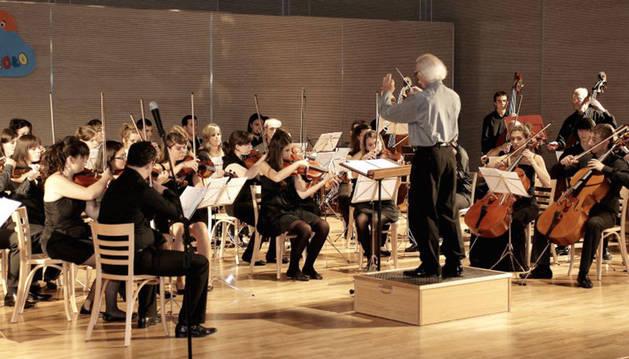 Una actuación de la Orquesta Pablo Sarasate.