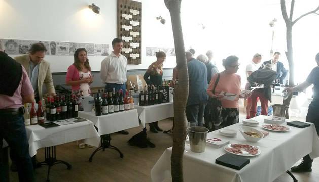 Las bodegas navarras presentaron sus vinos a un público profesional