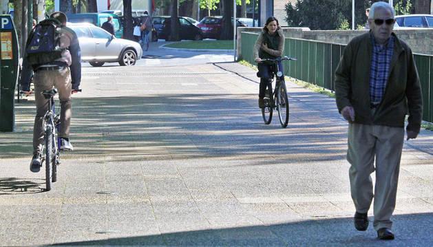 Ciclistas y peatones conviven en distintos tramos de la ciudad.