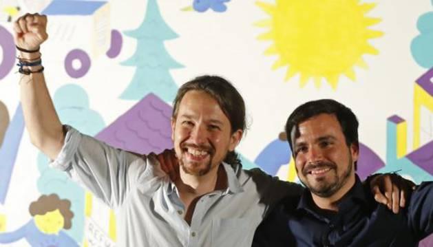 El candidato de Unidos Podemos a la Presidencia del Gobierno, Pablo Iglesias, y el coordinador de IU, Alberto Garzón (d).