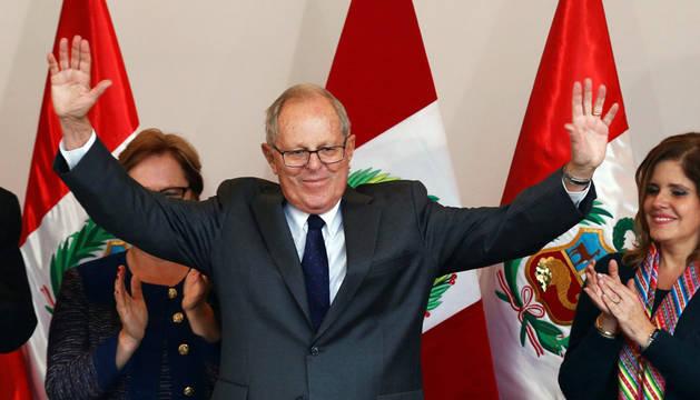 Kuczynski, virtual presidente de Perú, ofrece su