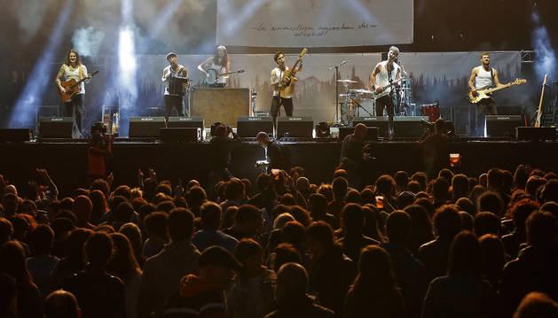 Niños entre los espectadores de las primeras horas del festival.