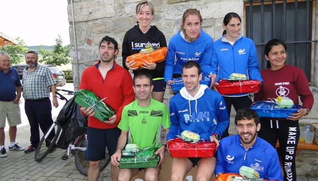 Los ganadores masculinos y femeninos del la XVI edición de la Lizoáin-Arriasgoiti.