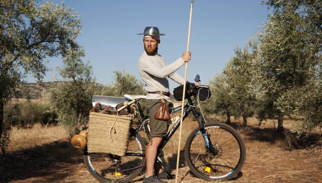 José Ramón Gándara, que ha decidido meterse en la piel del Quijote y la próxima semana comenzará un viaje en bicicleta por las tierras de La Mancha.