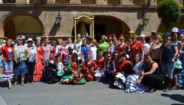 Azagra festeja el Rocío con una nueva talla de la Virgen
