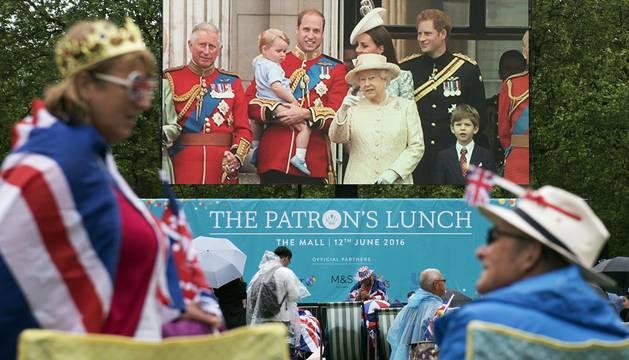 Desfile militar en Londres para la celebración del 90 cumpleaños de Isabel II