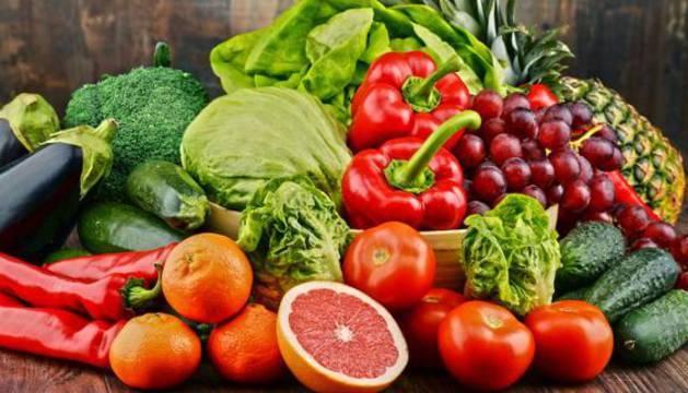 Los carotenoides, colorantes naturales presentes en tomates, zanahorias, espinacas, maíz... son  capaces de neutralizar algunos de los radicales libres más agresivos.