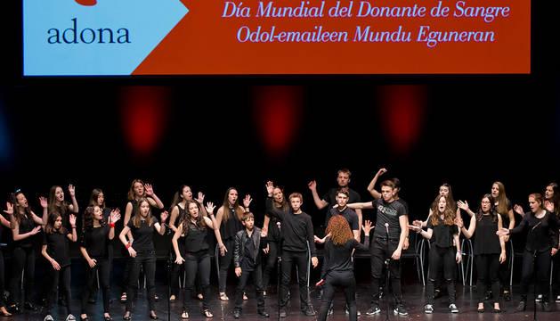 Actuación del Coro Juvenil de la Escuela de Música de Noain-Valle de Elorz.