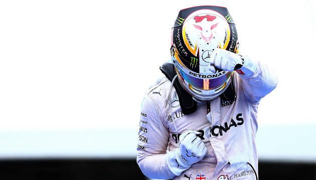 El piloto británico Lewis Hamilton, tras ganar en el Circuit Gilles Villeneuve.