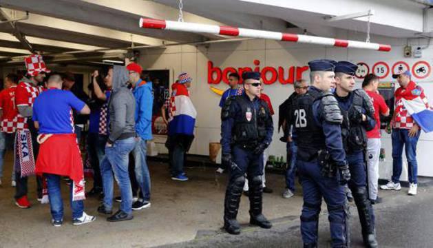 La policía francesa en un momento previo a un partido.