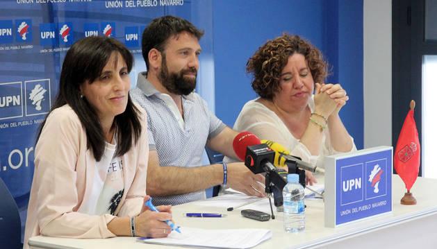De izda. a dcha., los ediles del PP José Suárez e Irene Royo.