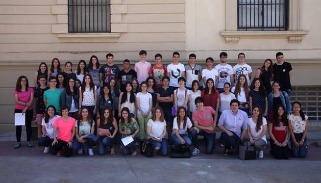 El grupo de alumnos de 4º de la ESO y 1º de Bachiller de Jesuitas que ha sido reconocido con diplomas por su labor como voluntarios.
