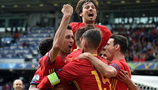 Imágenes del partido entre España y la República Checa disputado este lunes, día 13, en el estadio de Toulouse.