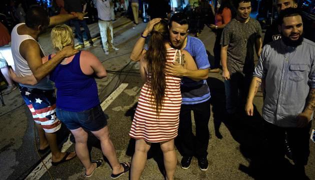 Un hombre acabó con la vida de varias personas antes de perder la vida tras irrumpir en un club nocturno de Orlando.