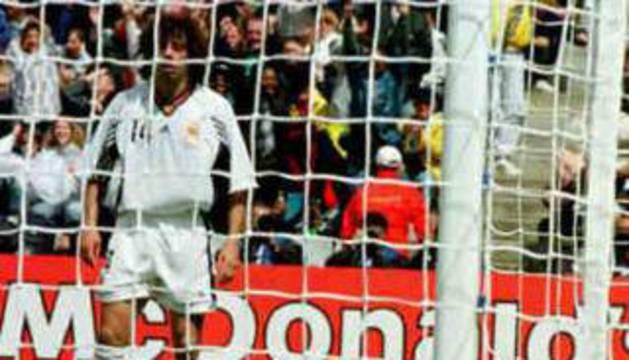 Zubizarreta, en el suelo después de encajar un gol contra Nigeria.