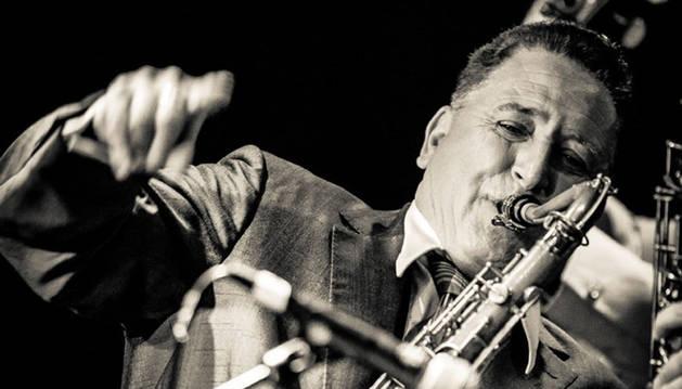 El músico Ray Gelato.