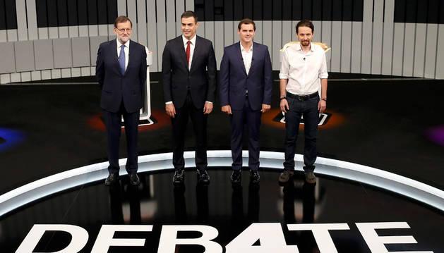 El presidente del Gobierno en funciones y del PP, Mariano Rajoy (i), el líder del PSOE, Pedro Sánchez (2i), el presidente de Ciudadanos, Albert Rivera (2d), y el secretario general de Podemos, Pablo Iglesias (d).