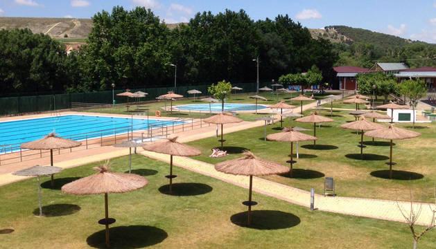 Andosilla amplía la zona de sombra en las piscinas
