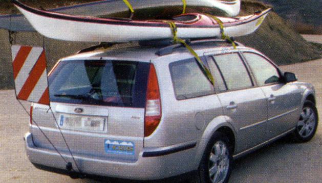 Ejemplo del correcto traslado de un kayak.