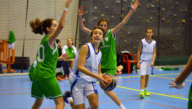 Una jugadora de multibasket femenino, durante un partido.