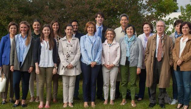Los especialistas de la Clínica Universidad de Navarra y del Sistema Navarro de Salud-Osasunbidea, reunidos para una sesión informativa sobre el ensayo clínico.