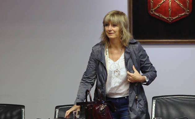 La consejera de Relaciones Ciudadanas e Institucionales, Ana Ollo, en su comparecencia en el Parlamento.