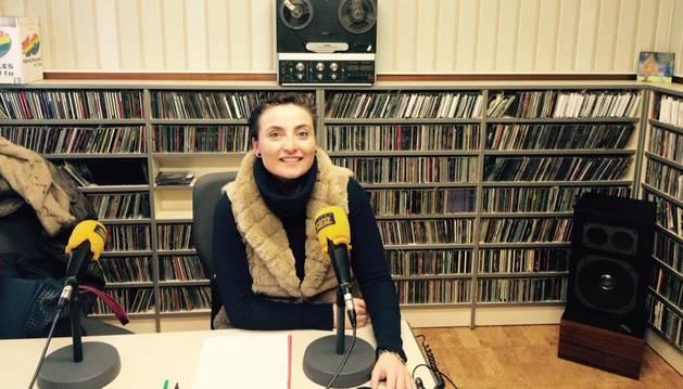 Imagen de la psicóloga Vanesa García, durante su programa de radio.