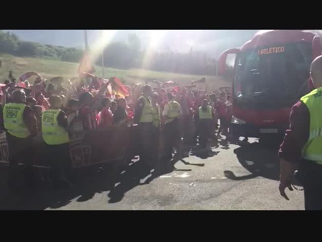 Llegada de Osasuna a El Sadar contra el Girona