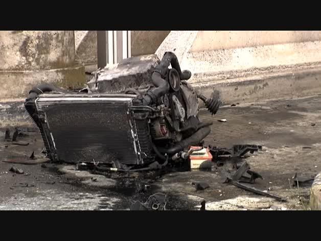 Fallece un conductor al estrellarse contra un bloque de hormigón en el peaje de Zuasti