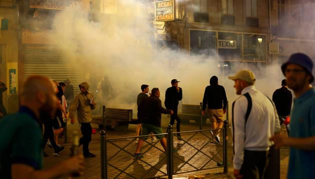 La Policía detiene a 36 hinchas tras los altercados en Lille