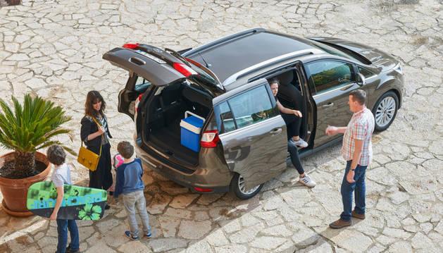Los desplazamientos en vacaciones se disparan. Es posible reducir el consumo de combustible con pequeños hábitos.