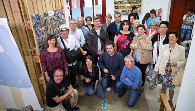 Asistentes a la inauguración de la exposición en el centro Lestonnac de Tudela.
