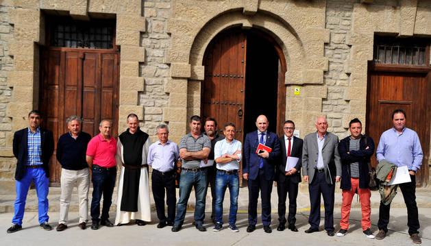 Representantes del Valle del Aragón con Manu Ayerdi.