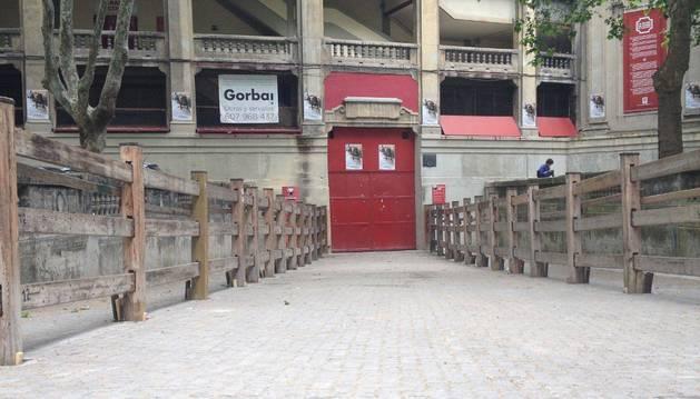 La meta de las tres distancias que se disputarán en la EDP San Fermín Marathon (42, 21 y 10 kilómetros) estará situada en la Plaza de Toros, a la que se accederá por esta puerta.