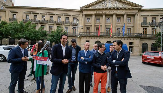 Candidatos de la coalición UPN-PP, durante el acto de este viernes en Pamplona.