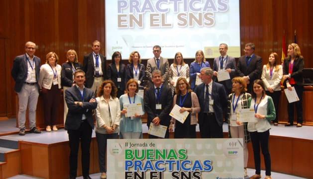Javier Hueto y Pilar Cebollero  (1ª fila, 3º y 4ª dcha) recogieron el diploma acreditativo.