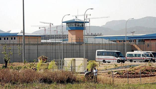 Un preso de 32 años herido muy grave tras incendiar su celda en la cárcel de Palma