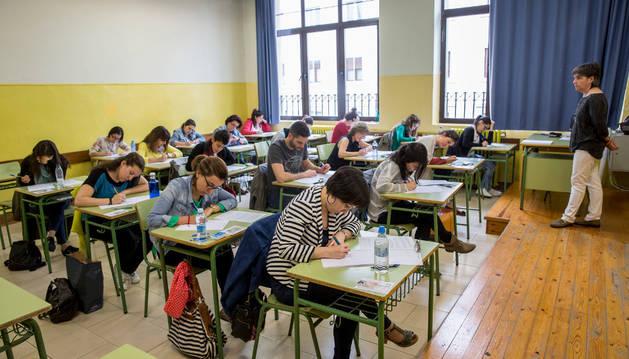 Una de las aulas del I.E.S Plaza de la Cruz de Pamplona durante las pruebas OPE de Eduación.