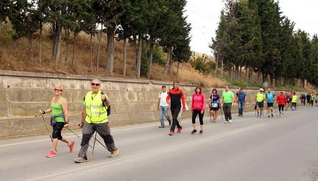 Varios participantes regresan tras recorrer los sotos del Ebro.
