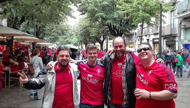 Aficionados rojillos en Girona