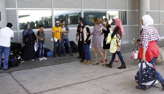 Un grupo de refugiados a su llegada al aeropuerto de Madrid el pasado día 1 de junio.